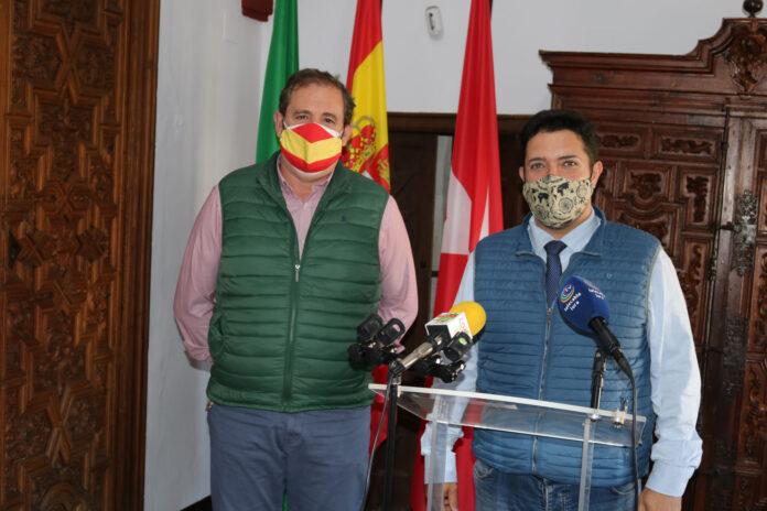 Alcalde y Concejal en rueda de prensa