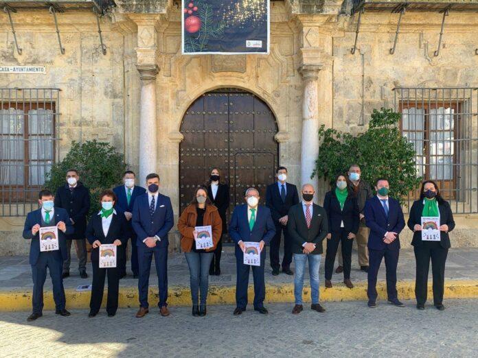 de presentación oficial de la Revista de Reyes 2020-2021, que ha tenido lugar en el Patio de Las Arenas del Ayuntamiento de Lora del Río