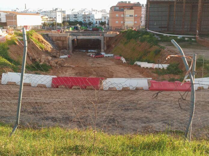 la paralización momentánea de las obras del Paso Subterráneo de Hytasa