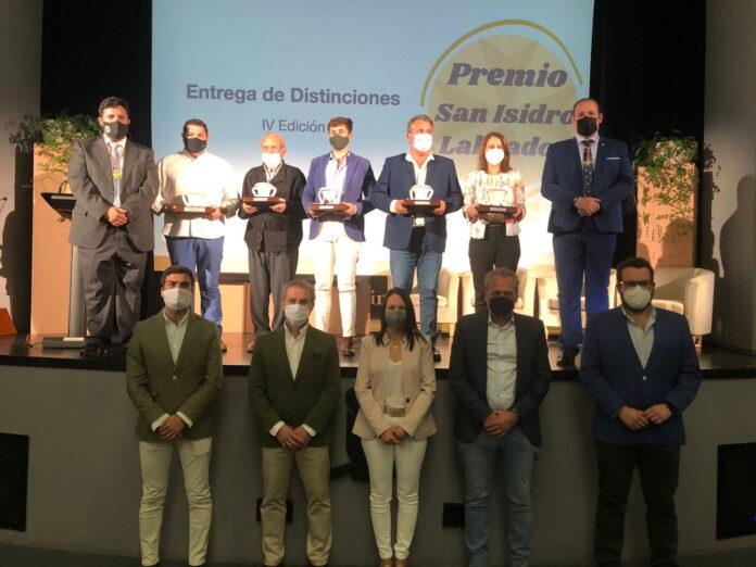El Teatro Goya de Lora del Río acogió la entrega de galardones de los IV Premios 'San Isidro Labrador' 2021