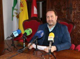 Álvaro Aranda Nieto, Concejal del PP de Lora del Río, presenta su candidatura para las próximas elecciones municipales