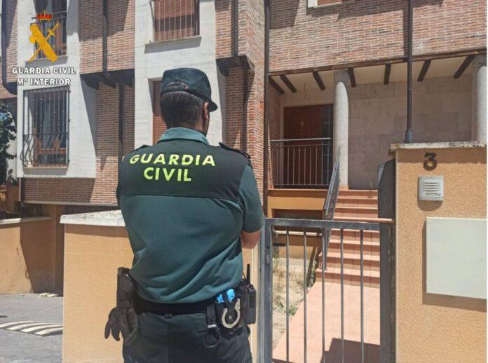 La Guardia Civil de Lora del Río logró salvar la vida de la pequeña sin que sufriera lesiones aparentes